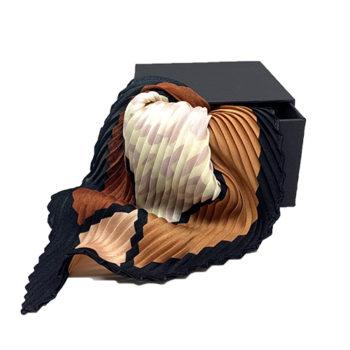Silke tørklæde i brunlige nuancer