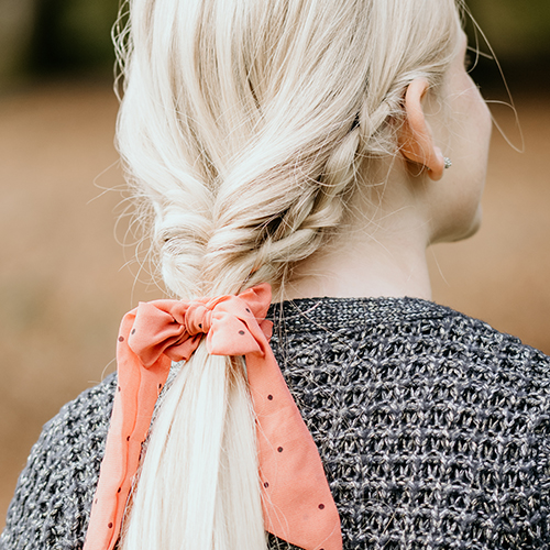 Long bow scrunchie peach w. dots