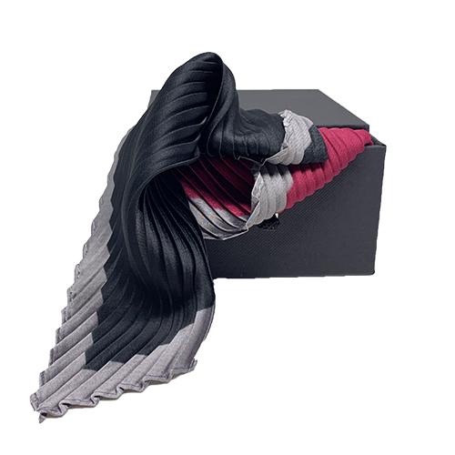 Plisseret silketørklæde grå, sort og rosa