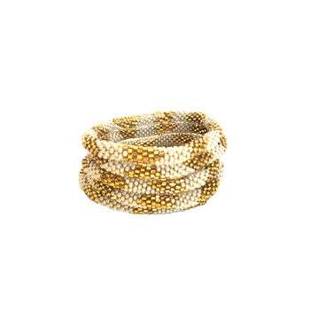 Nepal armbånd o perlemorshvid og guld perler