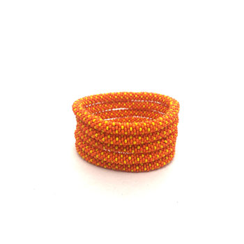 Nepal armbånd i orange med gule perler