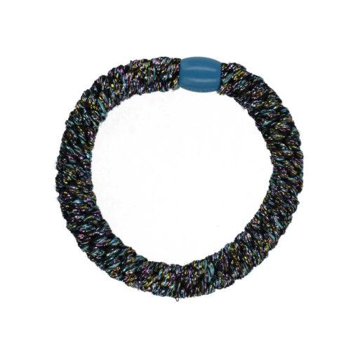 billede af glitter hårelastik i mørke farver og med blå plast perle