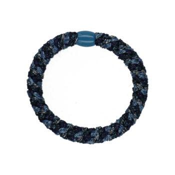 Produkt billede af flettet hårelastik med perle i et mix af blå farver