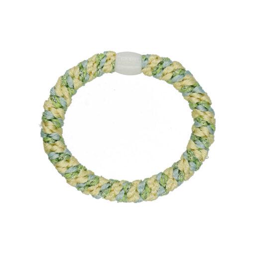 Produkt billede af flettet hårelastik i gul, blå og grøn med hvis perle