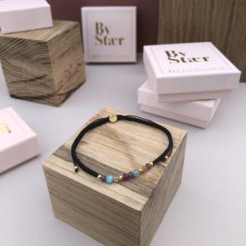 produkt billede af ellie armbånd i sort med multifarvede sten