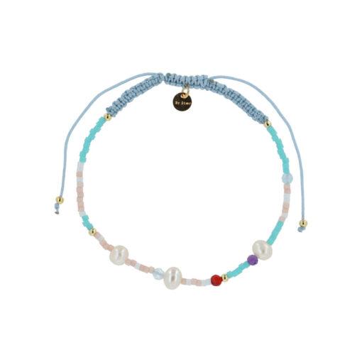 produktbillede af helle armbånd med multifarvede perler og råhvide ferskvandsperler i blåt mix