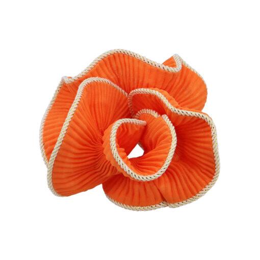 Produktbillede af Lilje scrunchie i Ornage med glimmerkant på hvid baggrund