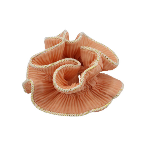 produktbillede af lilje scrunchie i fersken farve med guldkant