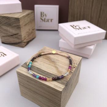 Produktbillede af Maja armbånd med multifarvede sten