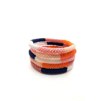 produktbillede af nepal armbånd i hvid, blå, rose, lyserød og orange.