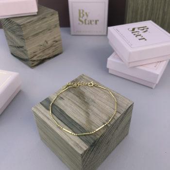 Produkt billede af Mathilde armbånd i guld med kugle led og lange led
