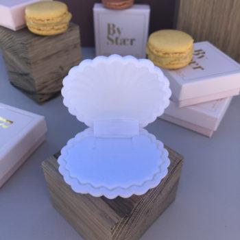 shell box smykkeæske i hvid som ligner en musling