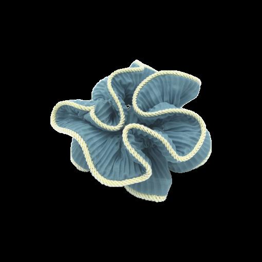 Produktbillede af lilje scrunchie i blå