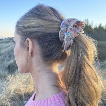 Lilje Scrunchie - Blomstermix 11