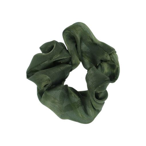 Nora Scrunchie mellem i farven army grøn, satin look