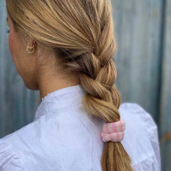 Ea kraftigt og enkelt hårelastik i Stribet Lyserød